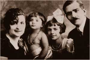 http://www.hellenicaworld.com/Greece/Person/Maria_Callas_Family.jpg
