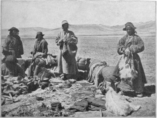 1638fa9276b 62. The Hired Ladakis and the Provision Sacks in North-West Chang-tang.